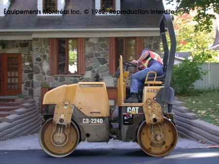 vendu Caterpillar CB224D (48 2004 En Vente chez EquipMtl