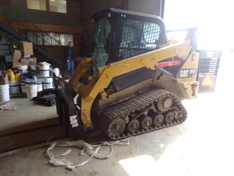 Chargeur compact moins de 5 tonnes Caterpillar 257D 2014 En Vente chez EquipMtl