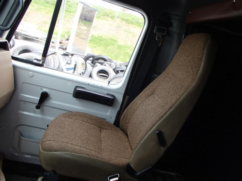 Camion nacelle International 4900 1993 Équipement en vente chez EquipMtl
