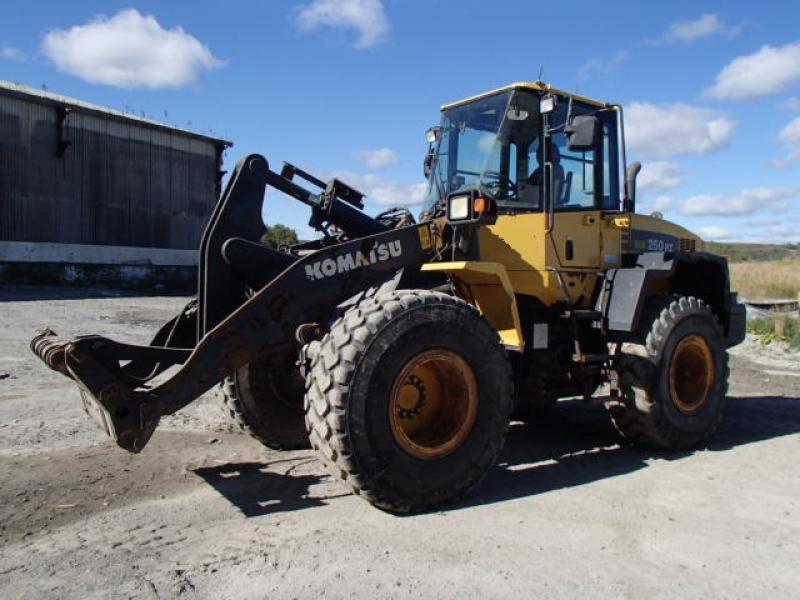 Chargeur sur roues (5 à 30 tonnes) Komatsu WA250PZ-6 2012 En Vente chez EquipMtl