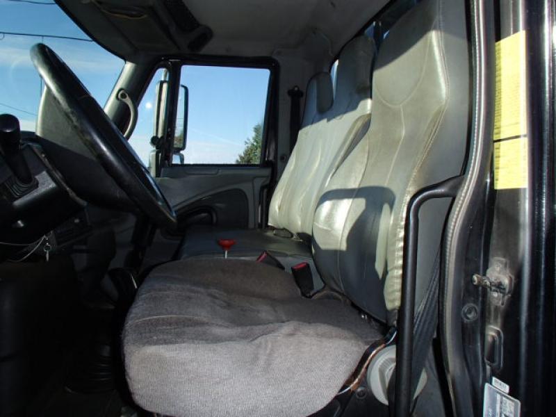 Remorqueuse International 4200 2003 Équipement en vente chez EquipMtl