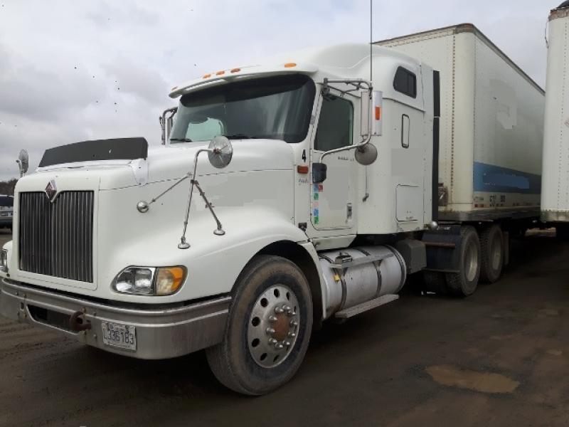 Camion Tracteur 10 roues couchette International 9400 2004 En Vente chez EquipMtl