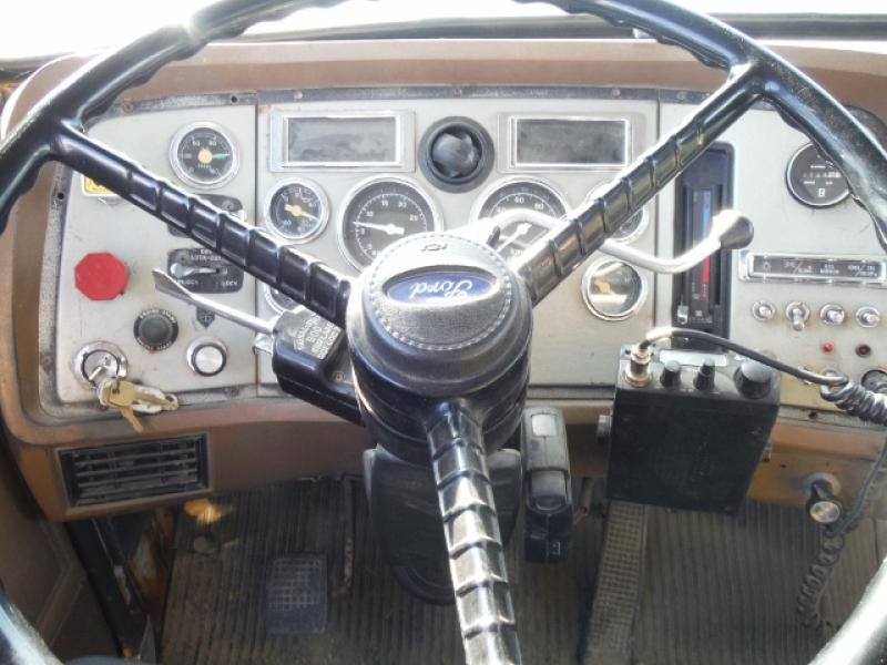 Camion grue Ford L8000 1990 Équipement en vente chez EquipMtl