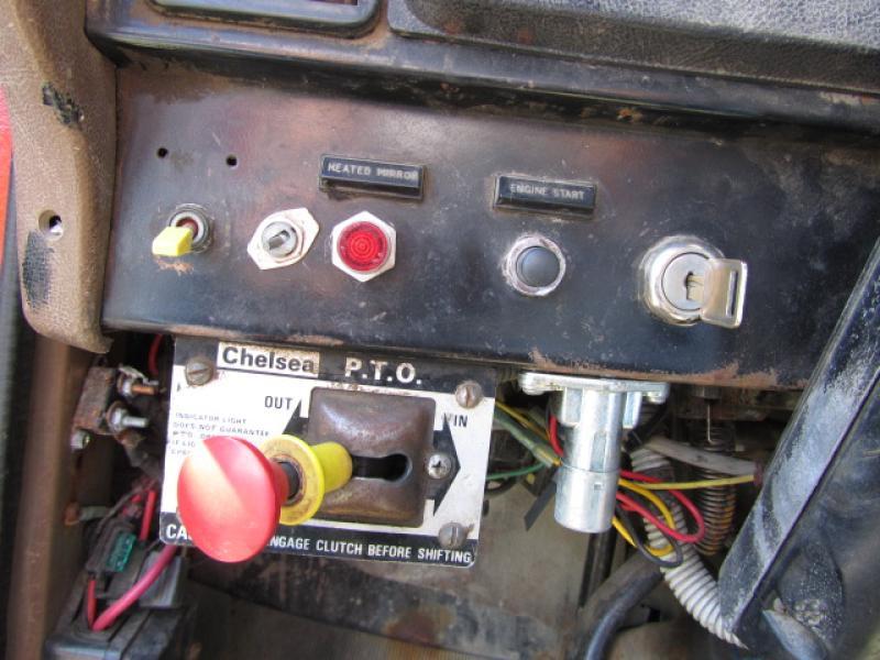 Camion grue International F2574 1988 Équipement en vente chez EquipMtl