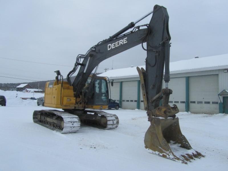 Excavatrice (20 à 39 tonnes) John Deere 245G LC 2014 En Vente chez EquipMtl