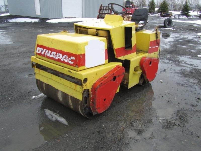 Rouleau asphalte double vibrant Dynapac CC10 1985 En Vente chez EquipMtl