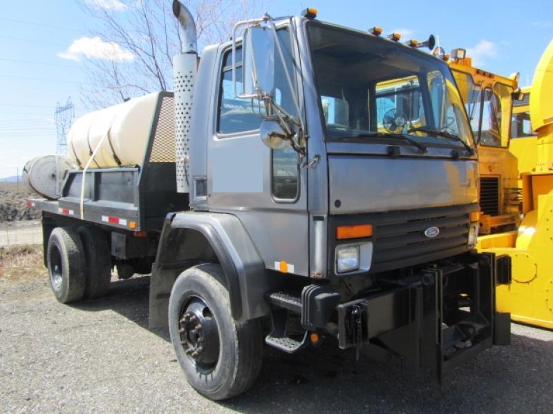 Camion citerne Ford Cargo CF8000 1996 En Vente chez EquipMtl