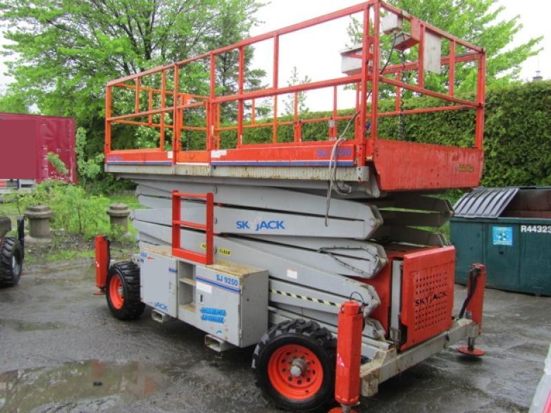 Plate-forme à ciseau Skyjack SJ9250 2009 En Vente chez EquipMtl