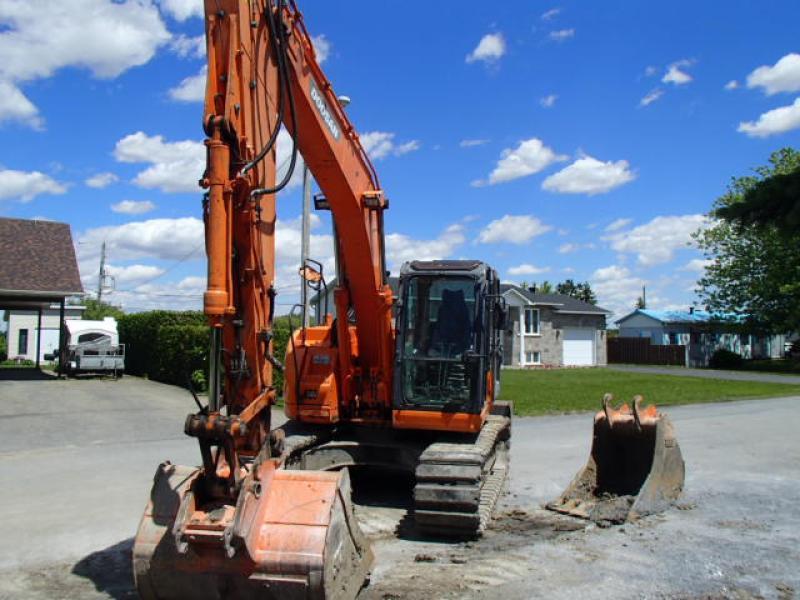 Excavatrice ( 9 à 19 tonnes) Doosan DX140LCR 2012 En Vente chez EquipMtl