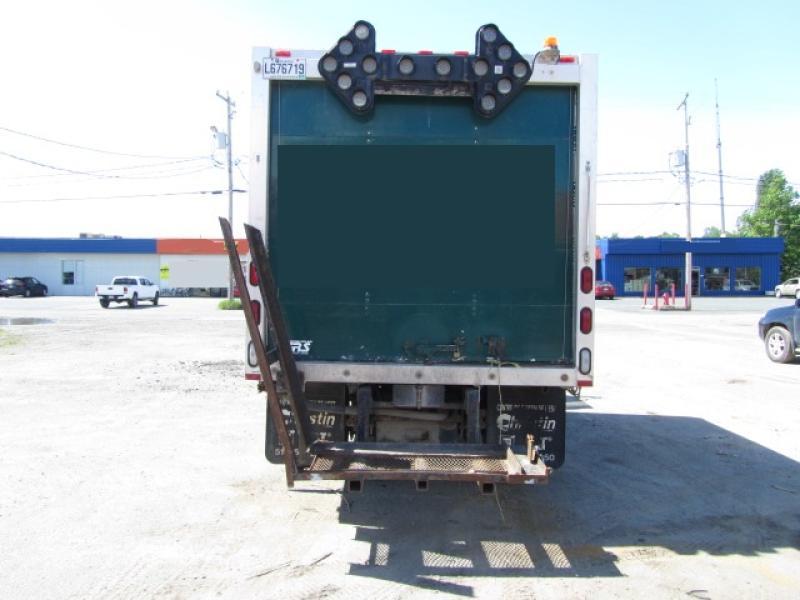 Camion-cube Gmc W4500 2004 Équipement en vente chez EquipMtl