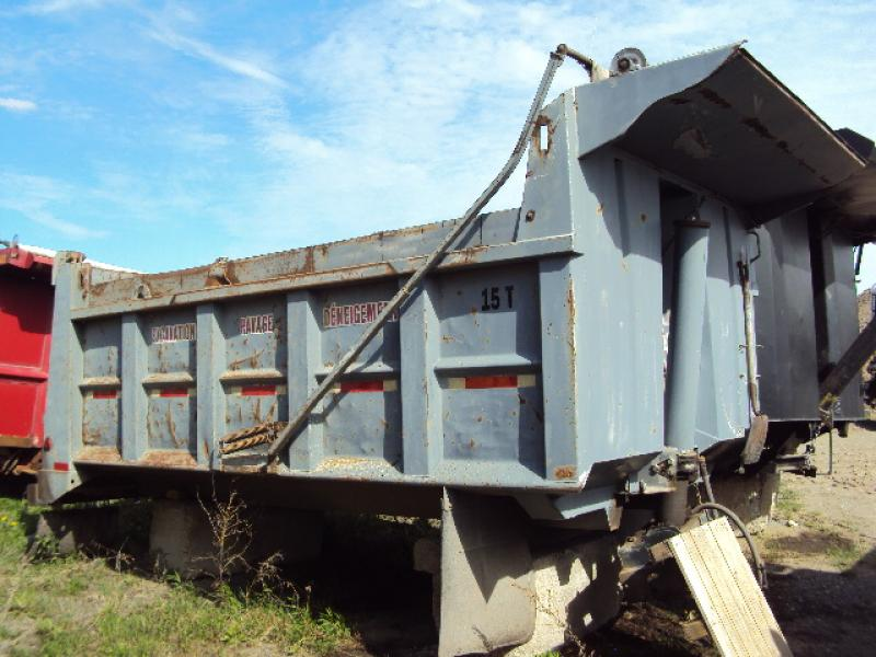 x) Attachement camion Boîte à gravier 14' En Vente chez EquipMtl