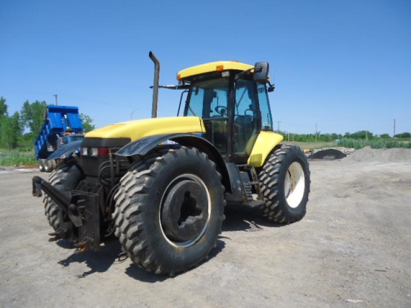 Tracteur agricole 4X4 New Holland TV6070 2008 En Vente chez EquipMtl