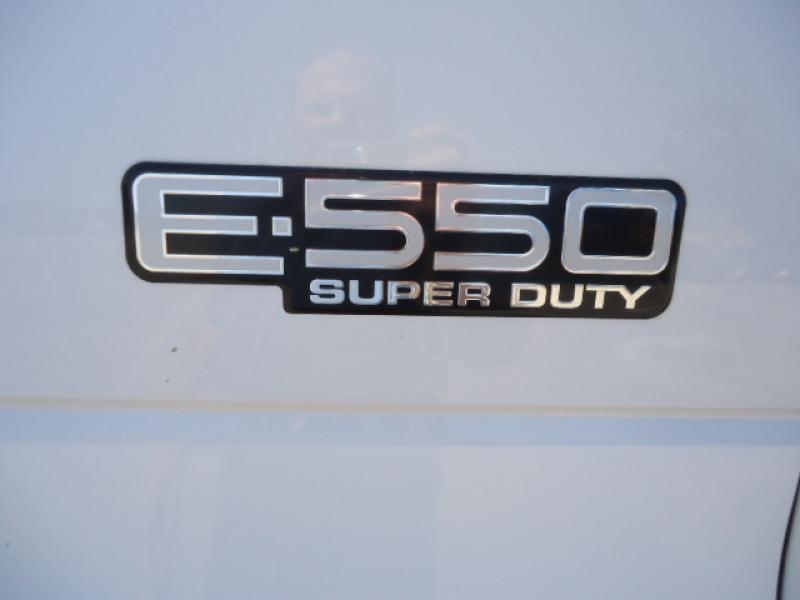 Camion-cube Ford E550 Super Duty 2003 Équipement en vente chez EquipMtl