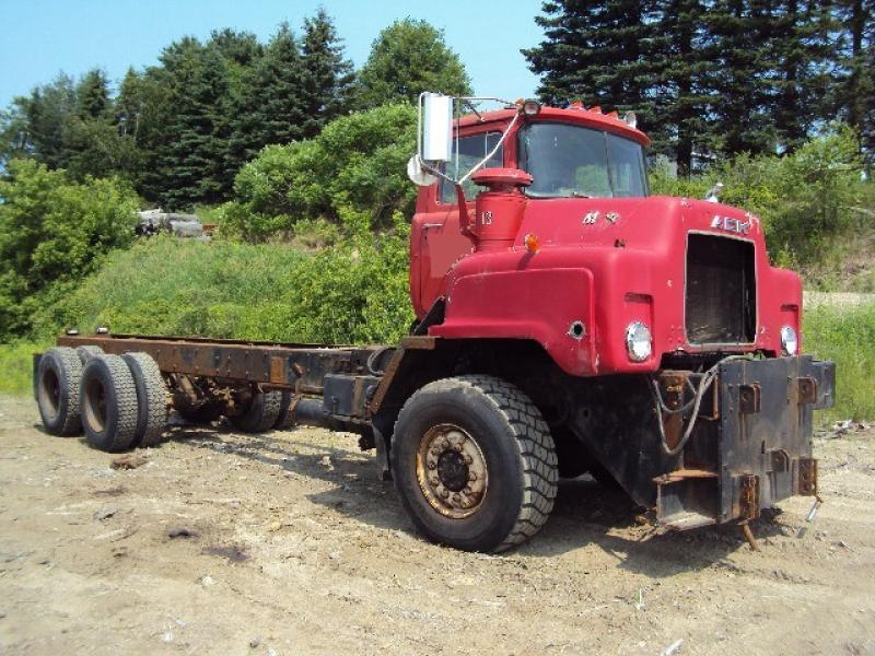 Camion cab et chassis Mack DMM685 1979 En Vente chez EquipMtl
