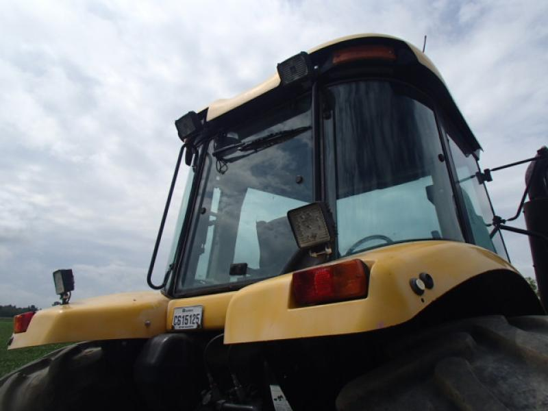 Tracteur agricole 4X4 AGCO DT225 2003 Équipement en vente chez EquipMtl