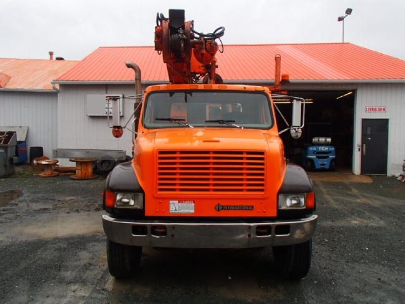 Camion grue International 4900 2001 Équipement en vente chez EquipMtl