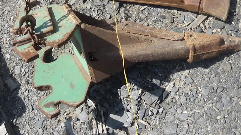 Godet d'excavation Doigt 30 pouces 2000 En Vente chez EquipMtl
