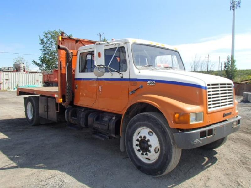 International 4900 2000 En Vente chez EquipMtl