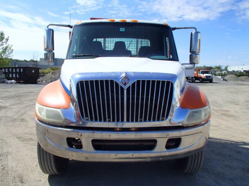 Camion plateforme International 4300 2003 Équipement en vente chez EquipMtl