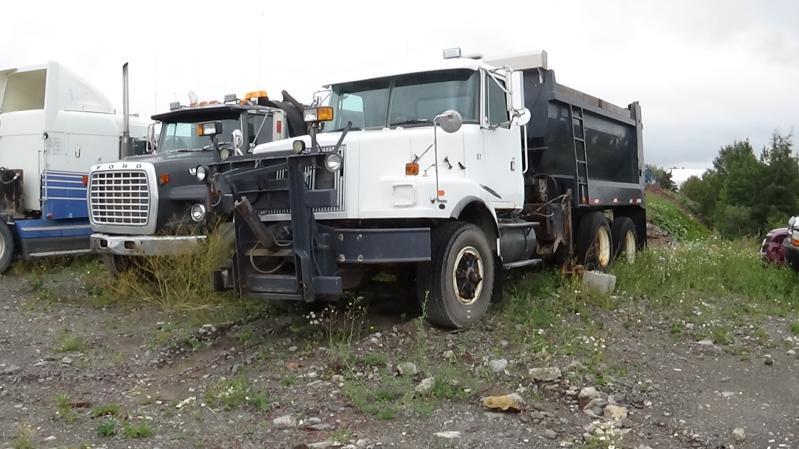 Camion à neige Volvo VN 2000 En Vente chez EquipMtl