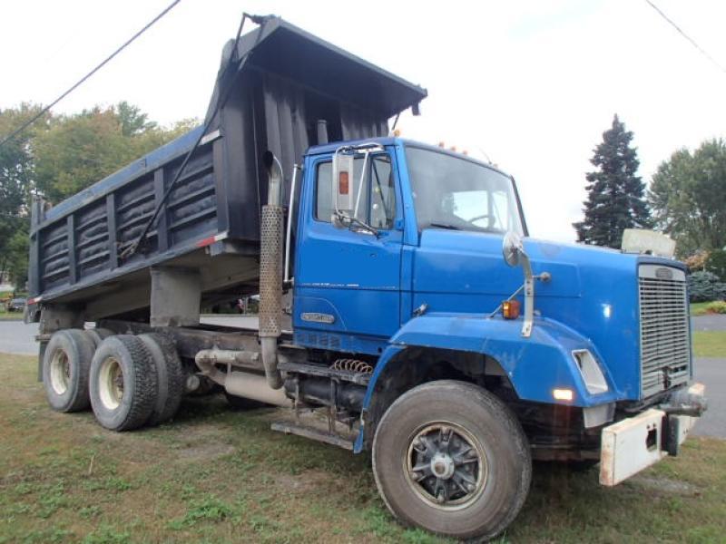 Camion dompeur 10 roues Freightliner FL112 MCV 1987 En Vente chez EquipMtl