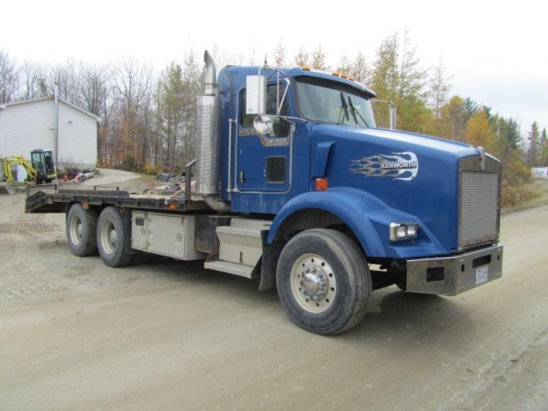 Camion plateforme Kenworth T800 2004 En Vente chez EquipMtl