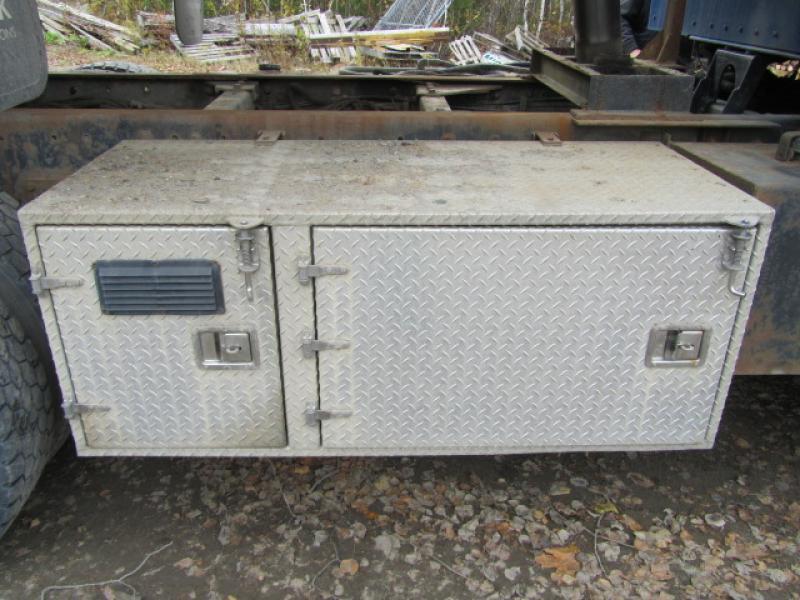 Camion plateforme Kenworth T800 2004 Équipement en vente chez EquipMtl