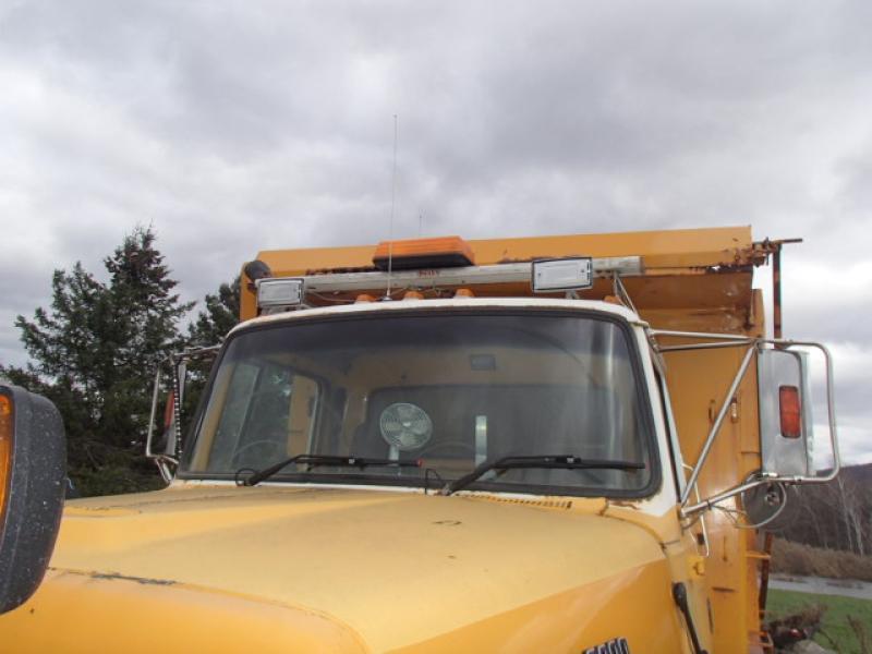 Camion à neige Ford L8000 1995 Équipement en vente chez EquipMtl