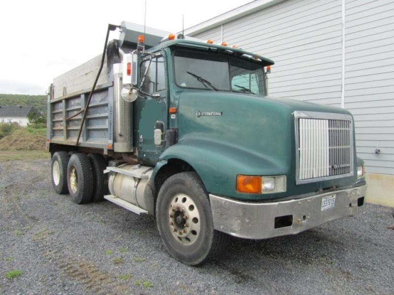 Camion dompeur 10 roues International 9200 1995 En Vente chez EquipMtl