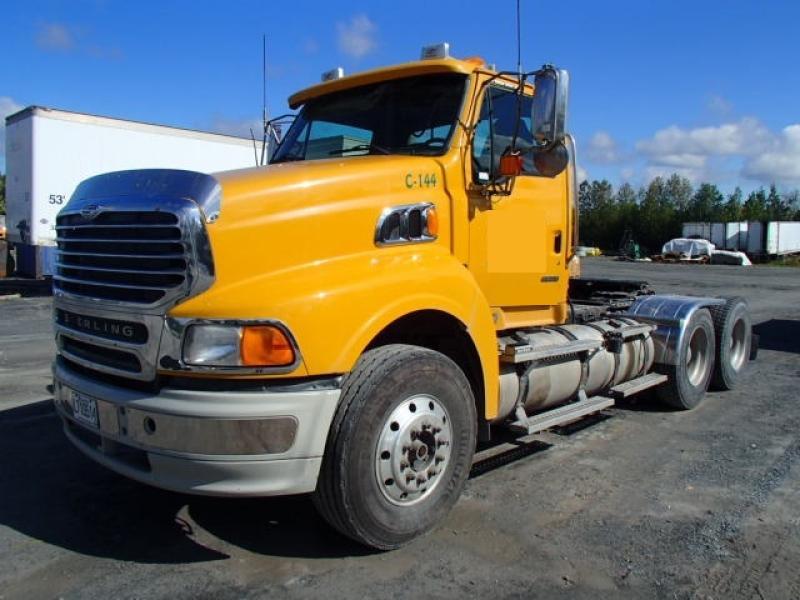 Camion tracteur 10 roues Day Cab Sterling AT9500 2008 En Vente chez EquipMtl