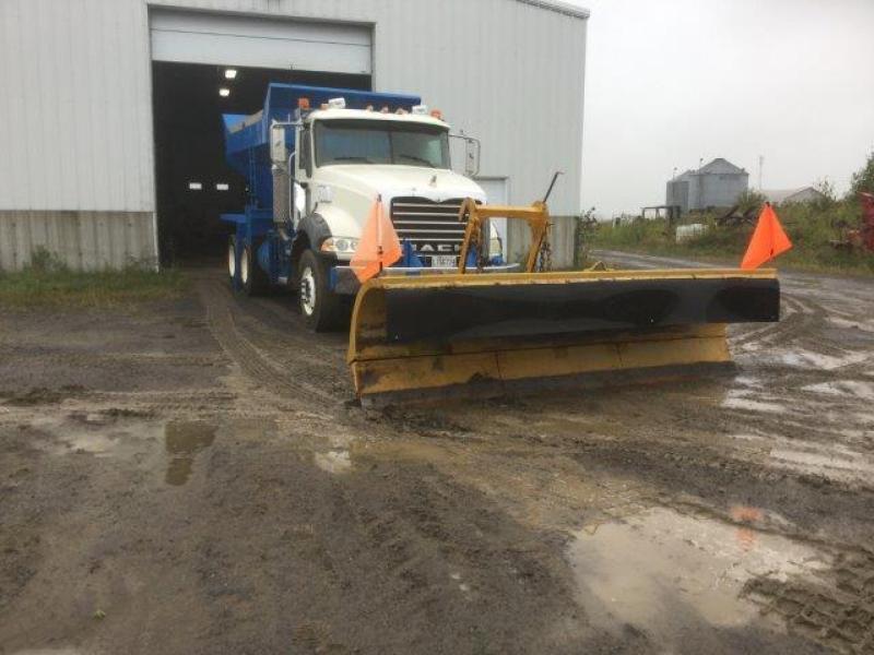 Camion à neige Mack GU813 2009 En Vente chez EquipMtl