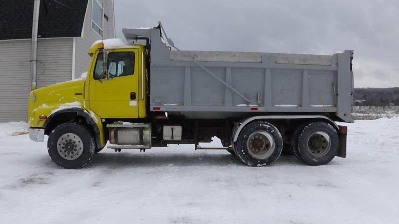 Camion dompeur 10 roues Freightliner FL112 1999 En Vente chez EquipMtl