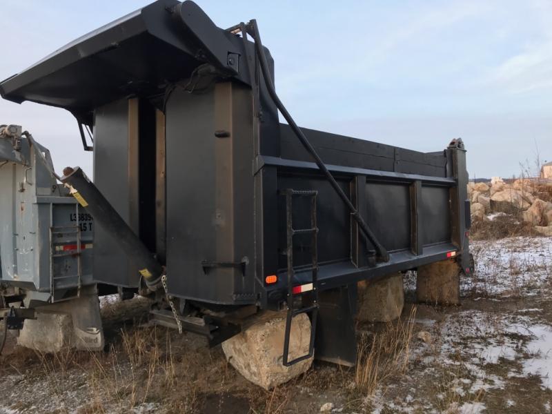 x) Attachement camion Lanau Boîte à gravier de 15' En Vente chez EquipMtl