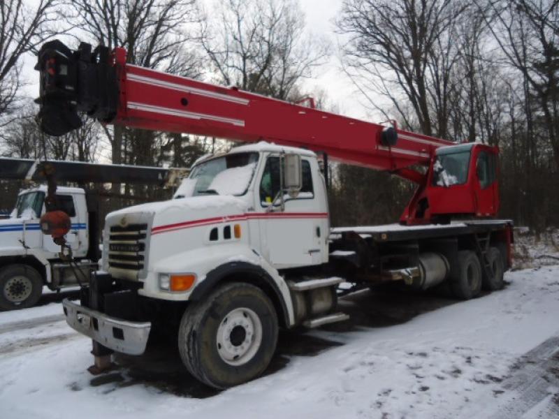 Camion grue Sterling LT 7500 2007 En Vente chez EquipMtl
