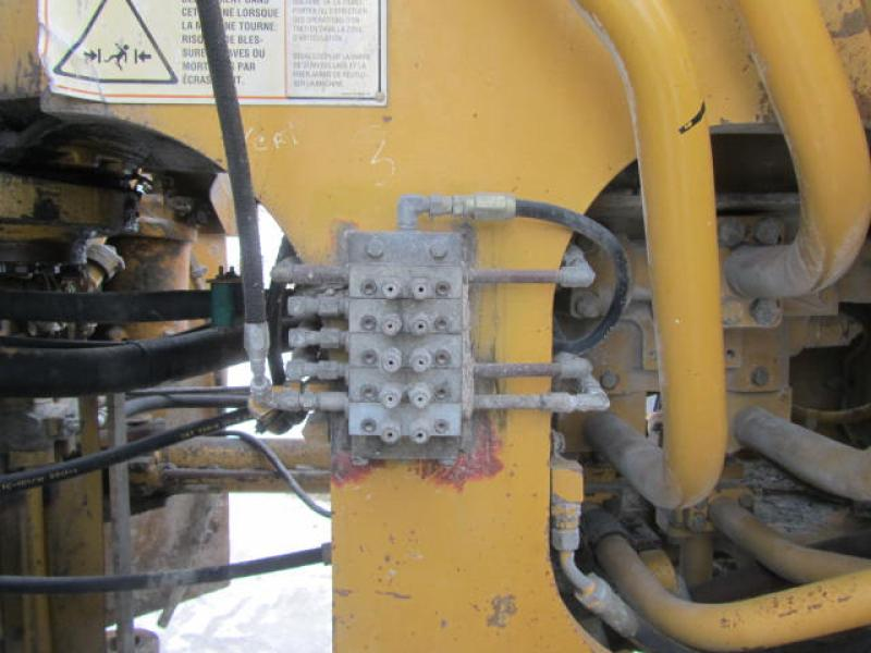 Chargeur sur roues (30 tonnes et plus) Caterpillar 988G 2001 Équipement en vente chez EquipMtl
