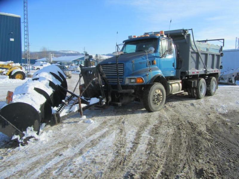 Camion à neige Sterling LT9513 1999 En Vente chez EquipMtl