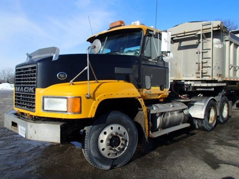 Camion tracteur 10 roues Day Cab Mack CL713 2000 En Vente chez EquipMtl