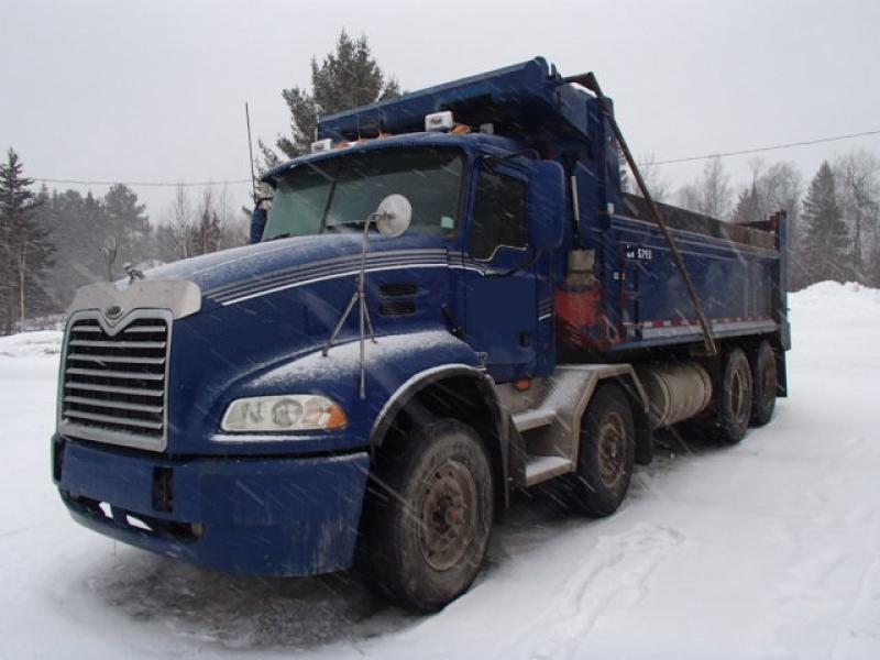 Camion dompeur 12 roues Mack 600 2006 En Vente chez EquipMtl
