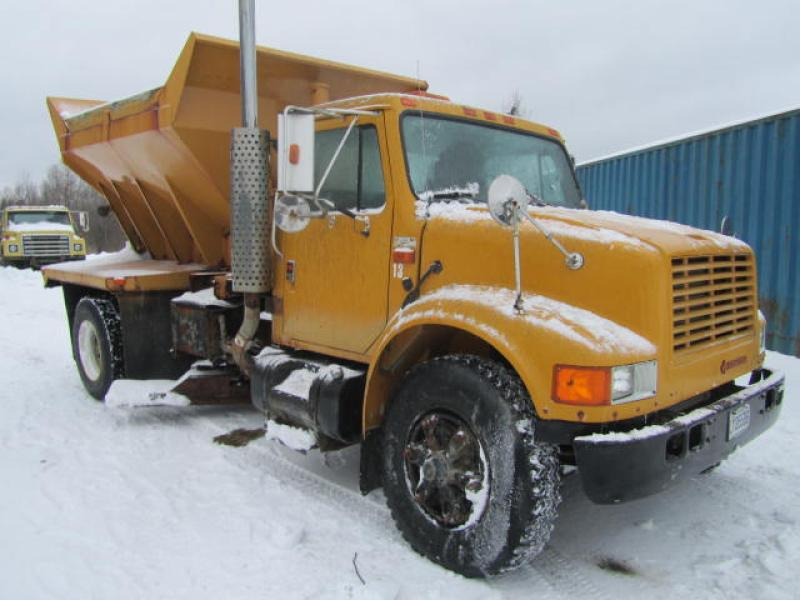 Camion à neige International 4900 1990 En Vente chez EquipMtl