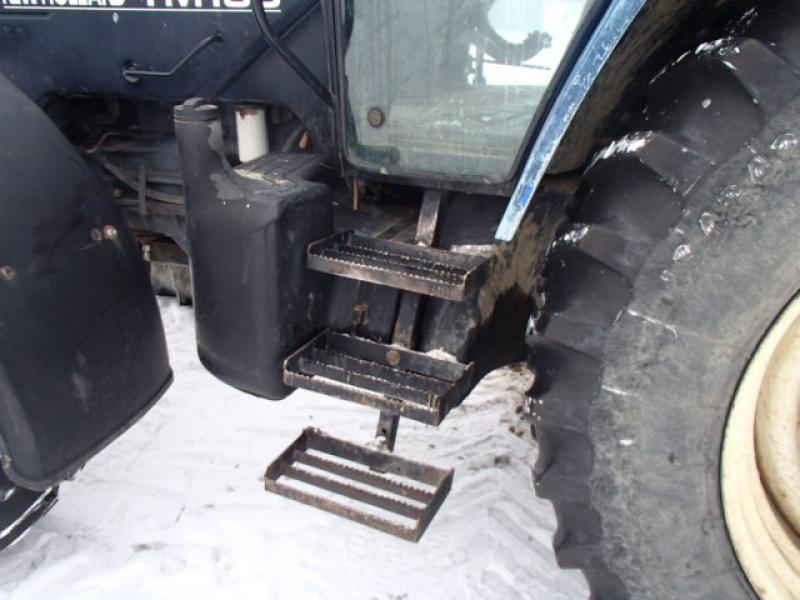 Tracteur agricole 4X4 New Holland TM135 2002 Équipement en vente chez EquipMtl