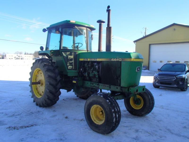 Tracteur agricole 2X4 John Deere 4440 1987 En Vente chez EquipMtl
