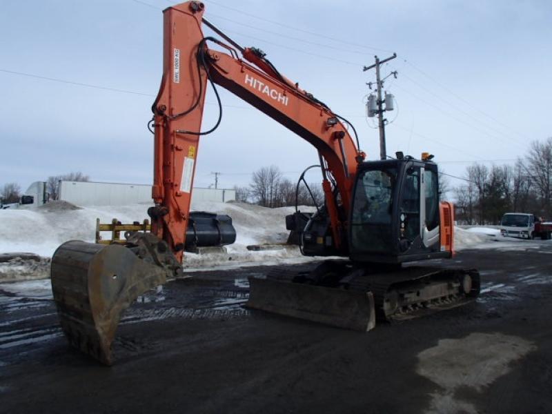 Excavatrice ( 9 à 19 tonnes) Hitachi ZX135US-3 2010 En Vente chez EquipMtl