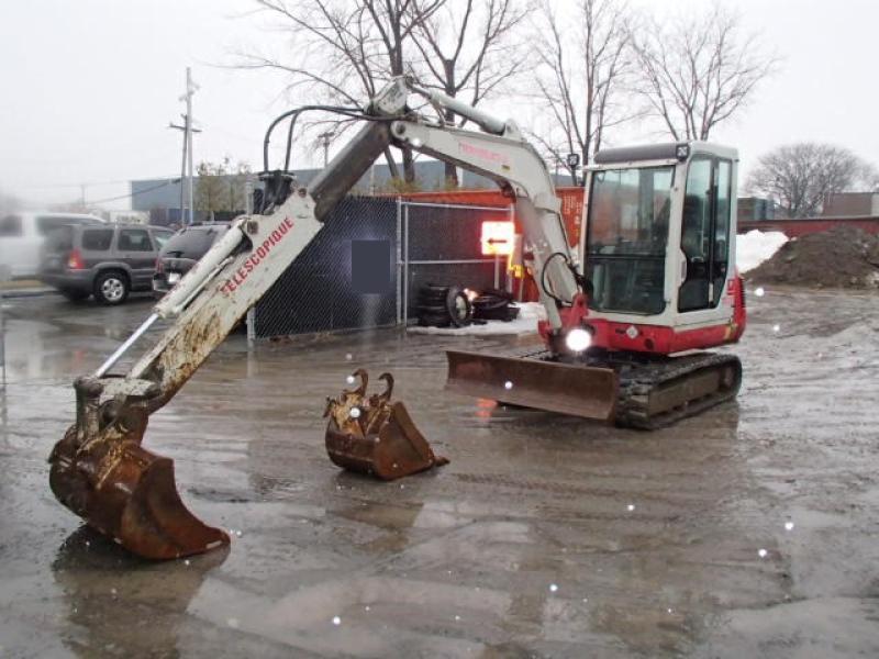Excavatrice ( 8 tonnes et moins) Takeuchi TB135 2007 équipement