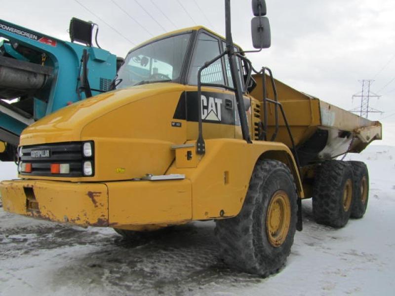 Camion articulé Caterpillar 725 2011 En Vente chez EquipMtl