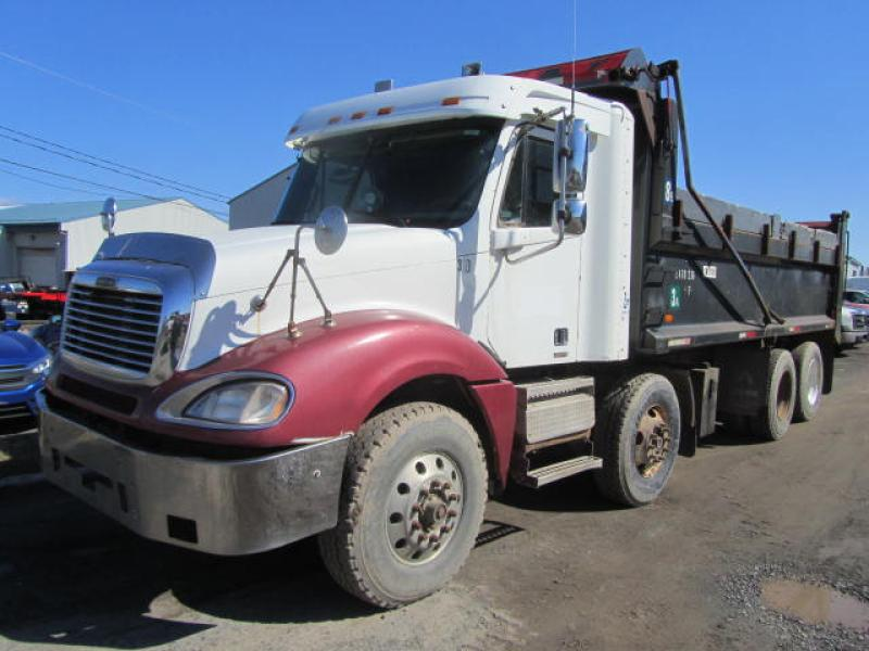 Camion dompeur 12 roues Freightliner Columbia 2002 En Vente chez EquipMtl