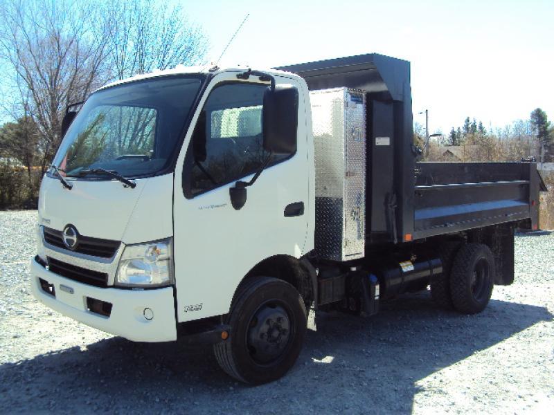 Camion dompeur 6 roues Hino 195 2015 équipement