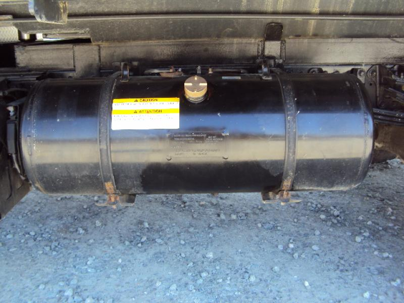 Camion dompeur 6 roues Hino 195 2015 Équipement en vente chez EquipMtl