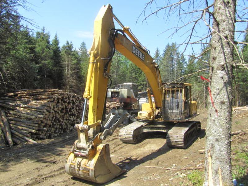 Excavatrice (20 à 39 tonnes) John Deere 230LC 2001 En Vente chez EquipMtl