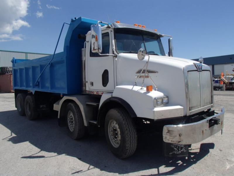 Camion dompeur 12 roues Western Star 4900SA 2009 En Vente chez EquipMtl