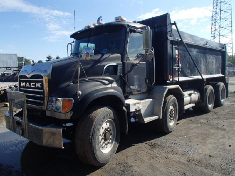 Camion dompeur 12 roues Mack CV700 2005 En Vente chez EquipMtl